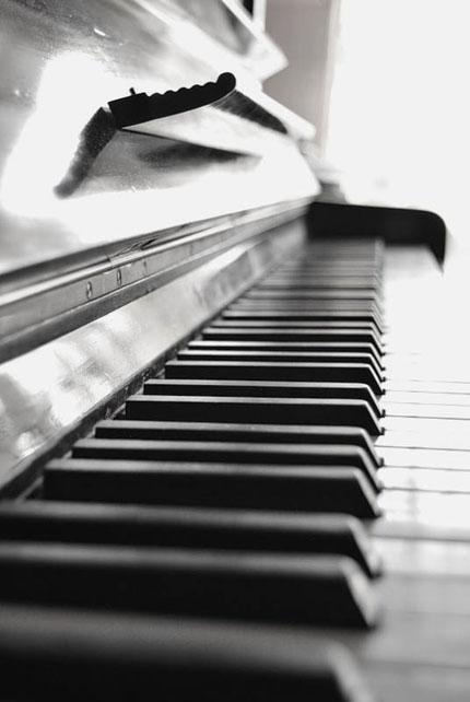 черное пианино