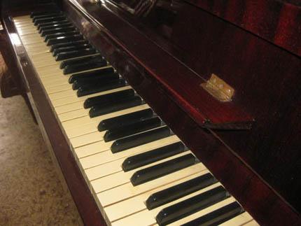 пианино Украина
